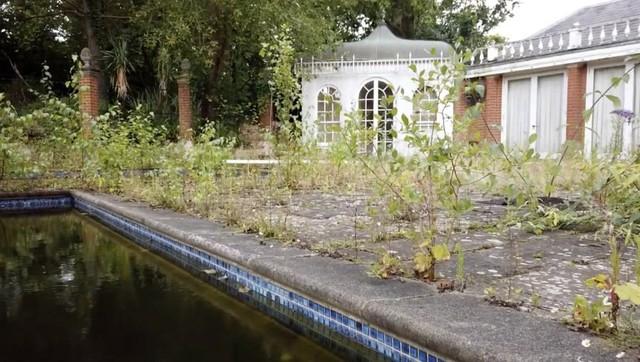 Gần trăm biệt thự siêu đắt bị bỏ hoang trên đại lộ tỷ phú London - Ảnh 2.