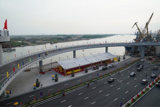 Chùm ảnh: Thủ tướng dự lễ thông xe cầu Hoàng Văn Thụ, Hải Phòng - Ảnh 2.