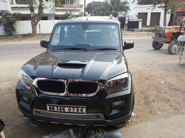 Biến ô tô giá rẻ thành xe sang BMW, sở thích của dân chơi Ấn - Ảnh 4.