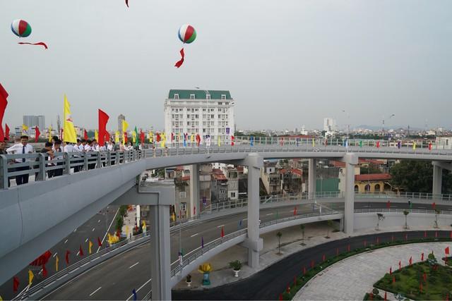 Chùm ảnh: Thủ tướng dự lễ thông xe cầu Hoàng Văn Thụ, Hải Phòng - Ảnh 5.