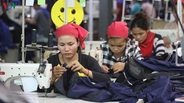 Việt Nam trong nhóm 3 nước đầu tư lớn nhất tại Campuchia - Ảnh 1.