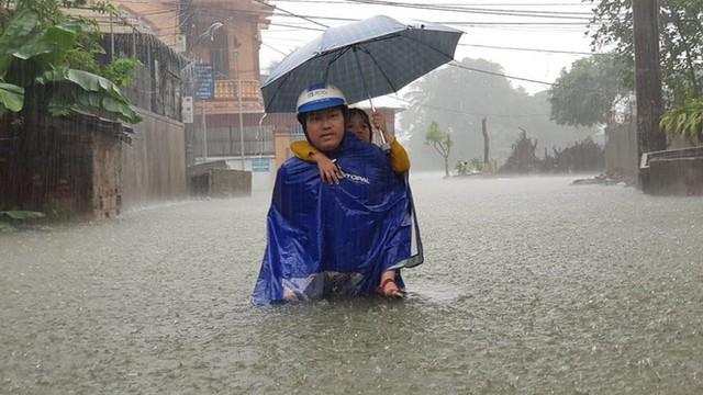 Thành phố Vinh thất thủ sau trận mưa xối xả - Ảnh 3.