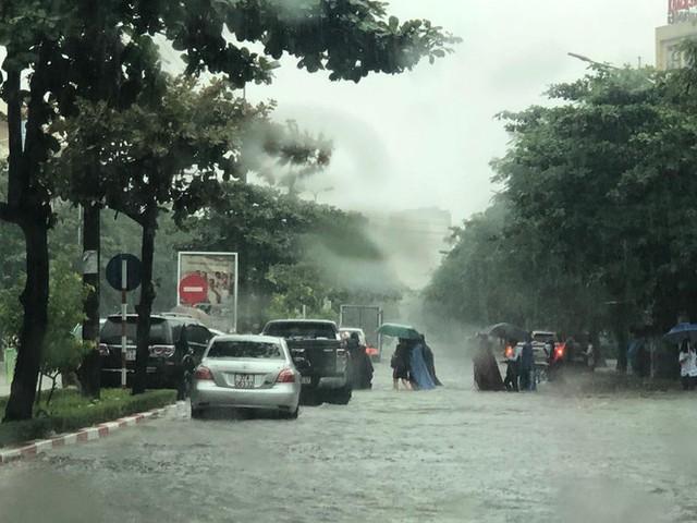 Thành phố Vinh thất thủ sau trận mưa xối xả - Ảnh 7.