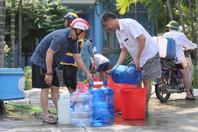 Hà Nội: Chưa biết khi nào có nước sạch trở lại - Ảnh 1.