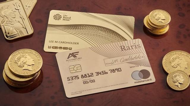 Hoàng gia Anh phát hành thẻ tín dụng bằng vàng nguyên khối - Ảnh 1.