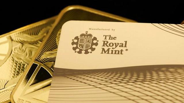 Hoàng gia Anh phát hành thẻ tín dụng bằng vàng nguyên khối - Ảnh 3.