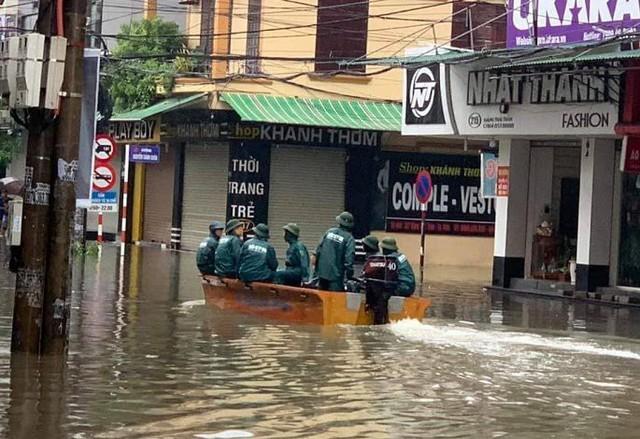 Mưa lớn ở Nghệ An làm 2 người chết, hơn 5.000 ngôi nhà bị ngập - Ảnh 4.
