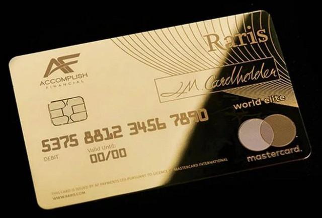 Hoàng gia Anh phát hành thẻ tín dụng bằng vàng nguyên khối - Ảnh 6.