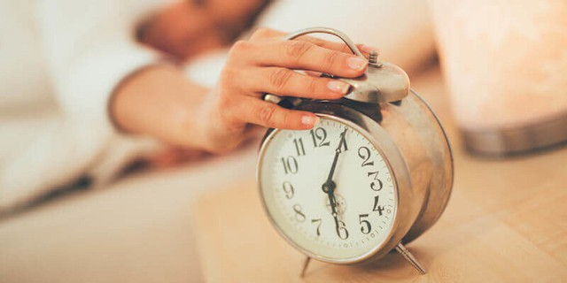 Học tập nhà văn Haruki Murakami trong 3 tháng, tôi đã lĩnh hội được bí quyết dậy sớm đều đặn lúc 5h sáng chẳng cần báo thức: Không khó nhưng cần kiên trì! - Ảnh 2.