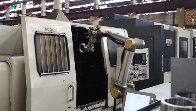 Robot dần mở rộng ứng dụng trong lĩnh vực công nghiệp phụ trợ Việt Nam - Ảnh 1.