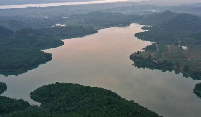 Hiện trường vụ đổ trộm dầu thải đầu nguồn nước sông Đà ra sao sau một tuần? - Ảnh 13.