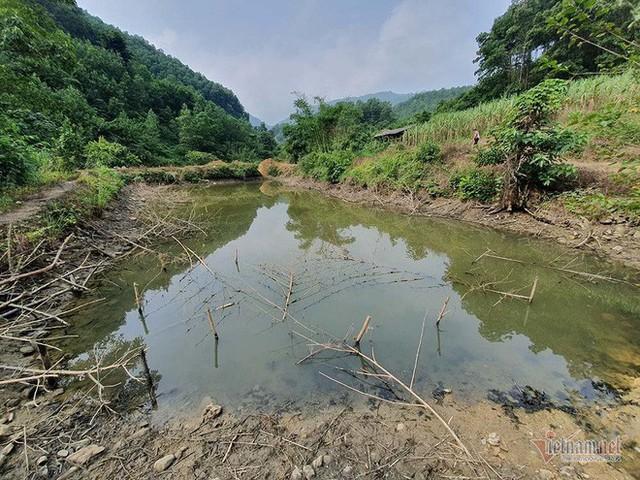 Mùi khủng khiếp ở đồi Mông, nơi xả thải xuống nhà máy nước sông Đà - Ảnh 16.