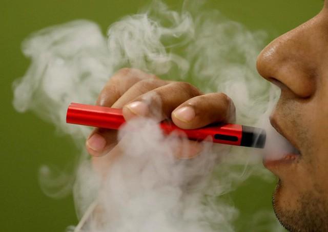 33 trường hợp tử vong do mắc bệnh phổi liên quan đến hút thuốc lá điện tử: FDA bổ sung các chất gây hại trong loại thuốc lá này - Ảnh 3.