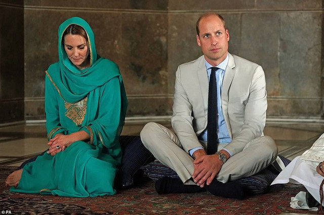 Xuất hiện trong cùng một hoàn cảnh, hai nàng dâu hoàng gia khác nhau một trời một vực: Người thần thái hút hồn, kẻ luộm thuộm hết chỗ nói - Ảnh 4.