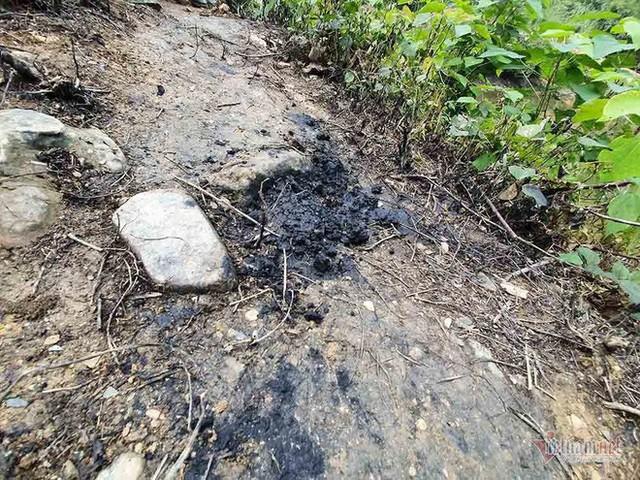 Mùi khủng khiếp ở đồi Mông, nơi xả thải xuống nhà máy nước sông Đà - Ảnh 9.