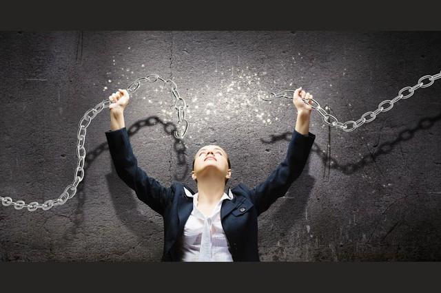Người biết tận hưởng cuộc sống là người đủ bản lĩnh để từ chối 2 ham muốn này bởi càng níu giữ càng bế tắc - Ảnh 1.
