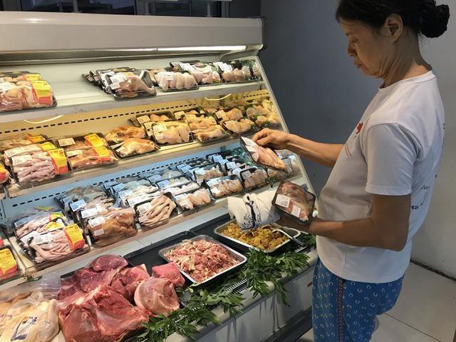 Giá thịt lợn tăng cao: Có hiện tượng găm hàng? - Ảnh 2.