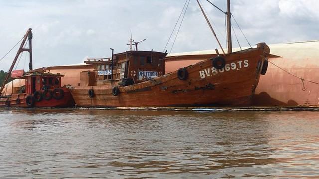 Cận cảnh cứu hộ tàu 8.000 tấn chìm trên sông Lòng Tàu - Ảnh 3.