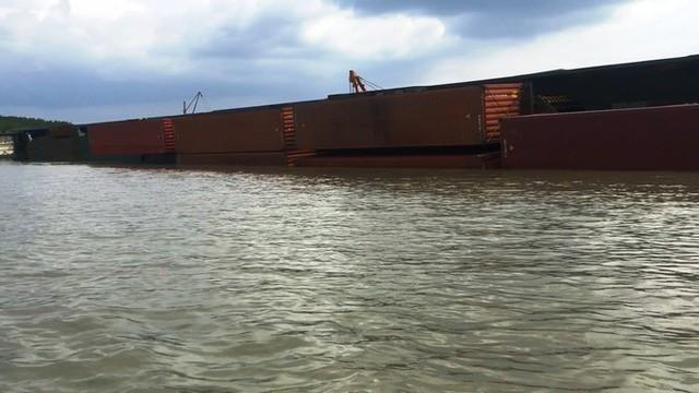 Cận cảnh cứu hộ tàu 8.000 tấn chìm trên sông Lòng Tàu - Ảnh 9.