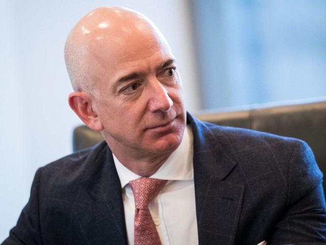 3 bí kíp làm nên khả năng kiếm tiền siêu đẳng của tỷ phú giàu nhất thế giới Jeff Bezos, các sếp nên học hỏi ngay điều số 2 - Ảnh 1.