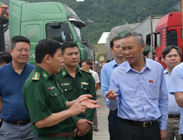 Vì sao 500 xe nông sản Việt Nam bị tắc ở cửa khẩu Tân Thanh? - Ảnh 1.