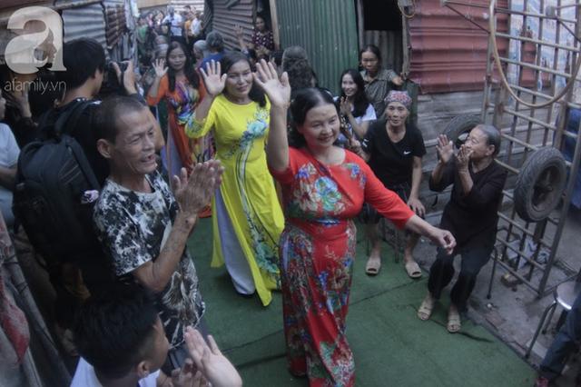 Nụ cười hạnh phúc của những người phụ nữ sống ở khu ổ chuột Hà Nội khi nhận món quà đặc biệt Ngày 20/10 - Ảnh 15.
