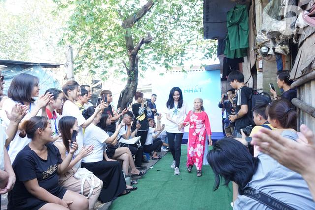 Nụ cười hạnh phúc của những người phụ nữ sống ở khu ổ chuột Hà Nội khi nhận món quà đặc biệt Ngày 20/10 - Ảnh 16.