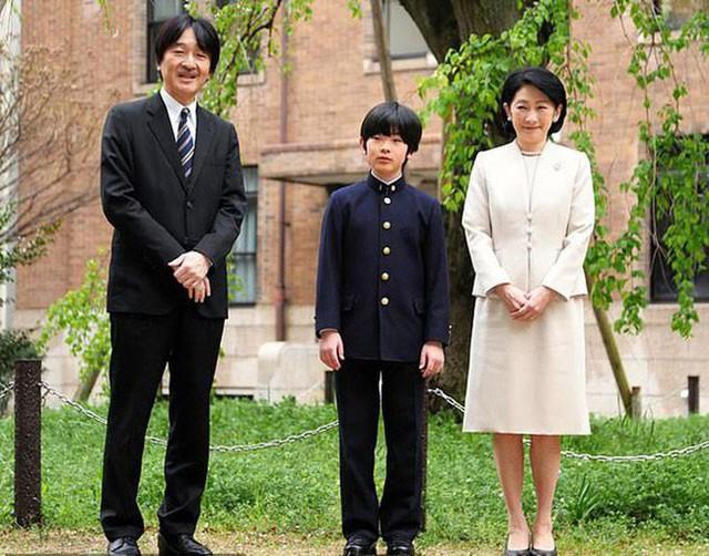 Áp lực khủng khiếp của Hoàng tử Nhật Bản 13 tuổi gánh trên vai tương lai hoàng gia lâu đời nhất thế giới  - Ảnh 3.