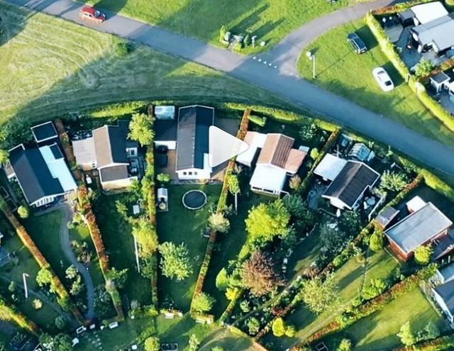 Độc đáo ngôi làng vòng tròn siêu thực ở Đan Mạch - Ảnh 4.