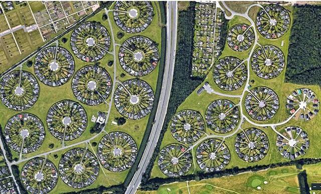 Độc đáo ngôi làng vòng tròn siêu thực ở Đan Mạch - Ảnh 6.