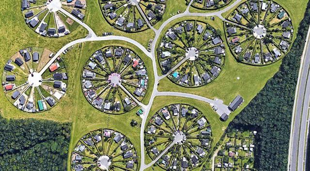 Độc đáo ngôi làng vòng tròn siêu thực ở Đan Mạch - Ảnh 7.