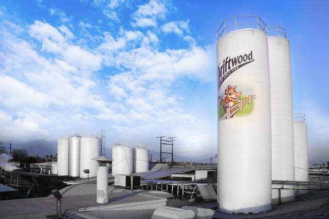Thứ trưởng Bộ Nông nghiệp Mỹ ấn tượng với siêu nhà máy sữa của Vinamilk - Ảnh 4.
