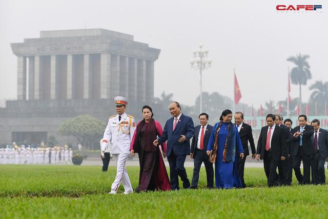 Đại biểu Quốc hội Lăng viếng Bác trước khi khai mạc kỳ họp - Ảnh 6.
