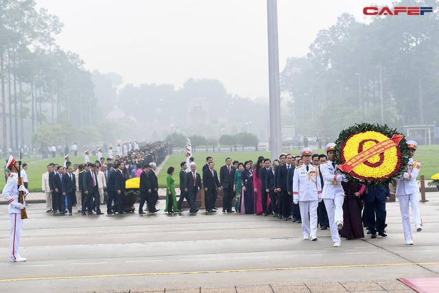 Đại biểu Quốc hội Lăng viếng Bác trước khi khai mạc kỳ họp - Ảnh 2.