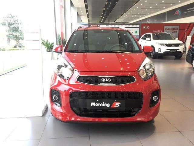 Giá xe ô tô giảm trên diện rộng, khách hàng mua ngay hay chờ giảm tiếp? - Ảnh 1.