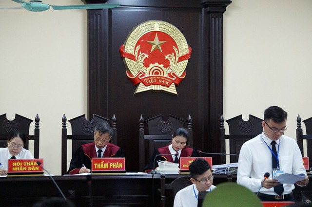 Vợ Chủ tịch tỉnh nhờ Phó GĐ Sở giúp đỡ vụ nâng điểm thi ở Hà Giang - Ảnh 1.