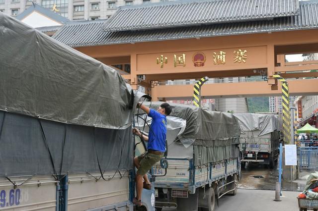 Giải pháp nóng tránh ùn ứ nông sản bán sang Trung Quốc - Ảnh 1.