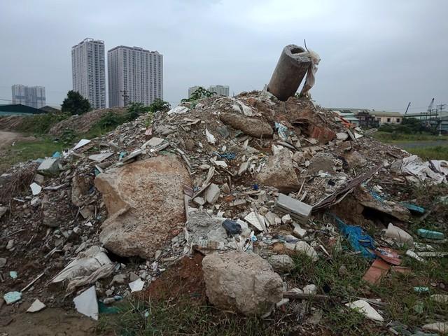 Núi rác thải xây dựng bao trùm tuyến đường đẹp nhất Hà Nội - Ảnh 5.