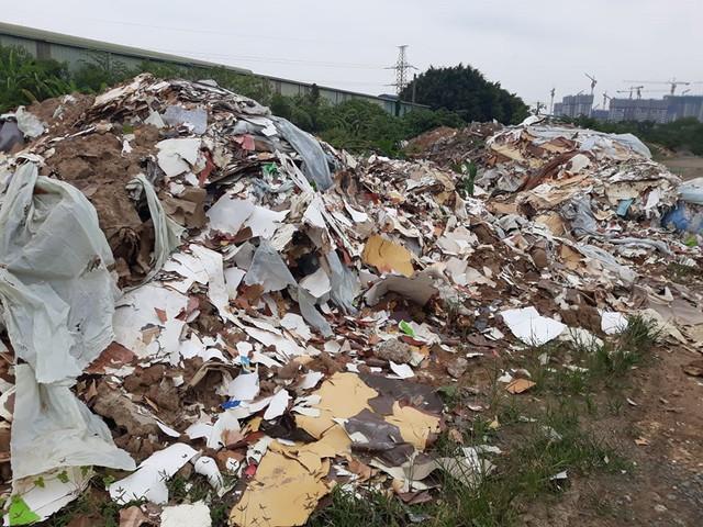 Núi rác thải xây dựng bao trùm tuyến đường đẹp nhất Hà Nội - Ảnh 6.