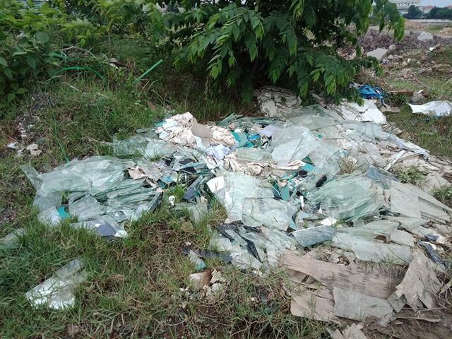 Núi rác thải xây dựng bao trùm tuyến đường đẹp nhất Hà Nội - Ảnh 7.