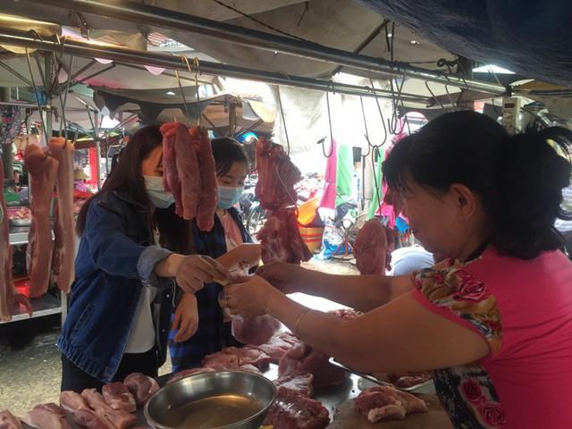 Thịt heo Braxin, Mỹ... ồ ạt về cạnh tranh với Việt Nam - Ảnh 1.