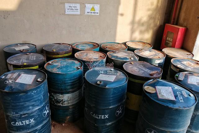 Bất ngờ quy trình công ty gốm sứ tuồn dầu thải gây ô nhiễm nước sông Đà - Ảnh 1.