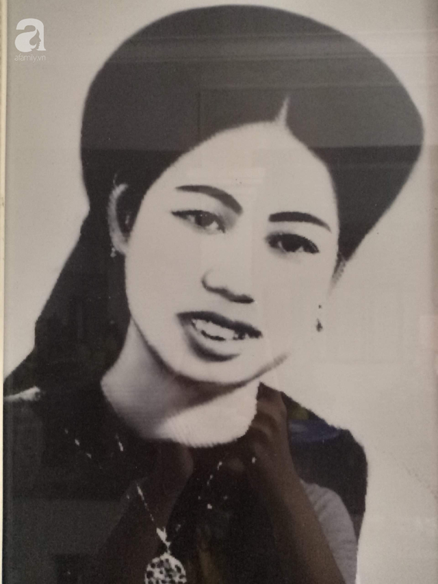 Triết lý sung sướng phụ nữ hiện đại nào cũng phải học từ cụ bà 81 tuổi bán hoa thơm 70 năm ở góc chợ Đồng Xuân - Ảnh 11.