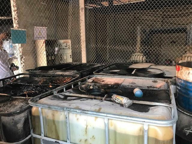 Cận cảnh nơi lưu giữ dầu thải bị tuồn ra đầu độc nước sông Đà của Công ty gốm sứ Thanh Hà - Ảnh 12.