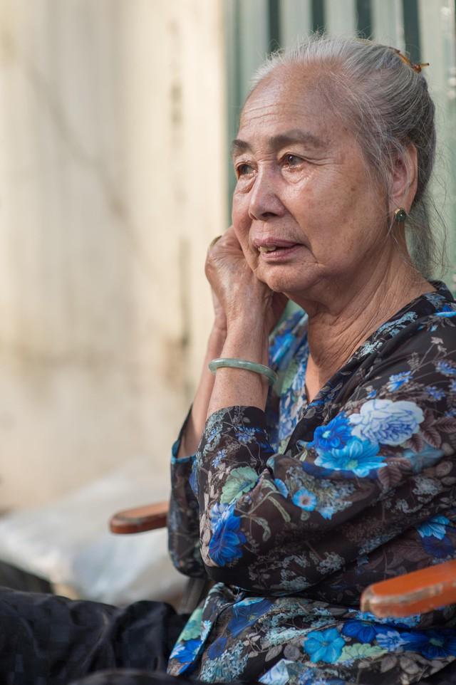 Triết lý sung sướng phụ nữ hiện đại nào cũng phải học từ cụ bà 81 tuổi bán hoa thơm 70 năm ở góc chợ Đồng Xuân - Ảnh 18.