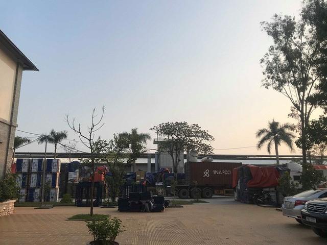 Cận cảnh nơi lưu giữ dầu thải bị tuồn ra đầu độc nước sông Đà của Công ty gốm sứ Thanh Hà - Ảnh 3.