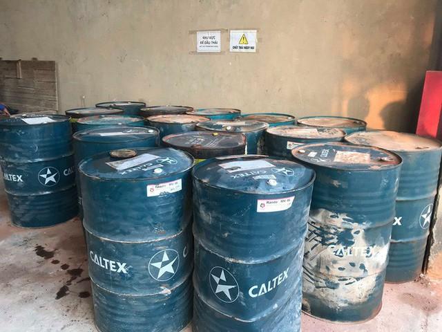 Cận cảnh nơi lưu giữ dầu thải bị tuồn ra đầu độc nước sông Đà của Công ty gốm sứ Thanh Hà - Ảnh 7.