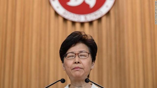 Trung Quốc định thay thế trưởng đặc khu Hong Kong - Ảnh 1.