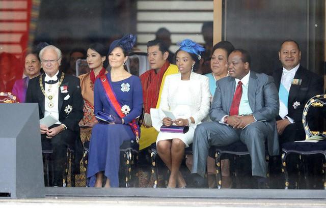 Cộng đồng mạng phát sốt với vẻ đẹp thoát tục không góc chết của Hoàng hậu Bhutan ở Nhật Bản khi tham dự lễ đăng quang  - Ảnh 6.