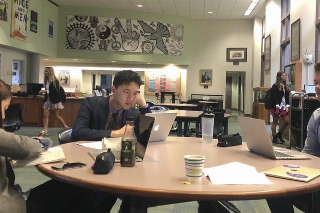 Phụ huynh Trung Quốc toát mồ hôi kiếm tiền cho con du học Mỹ: Chi phí hàng trăm nghìn USD, đến người giàu cũng muốn khóc! - Ảnh 1.